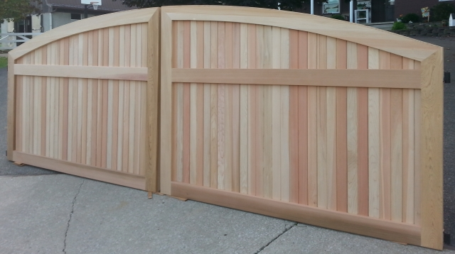 South Hampton Convex Wooden Driveway Gate (D)