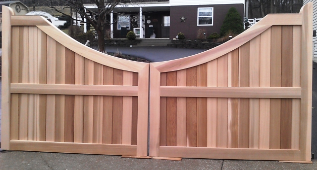 25 Naturally Stunning Wooden Driveway Gate Design Ideas: Wooden Driveway Gate Custom Made Out Of Western Red Cedar