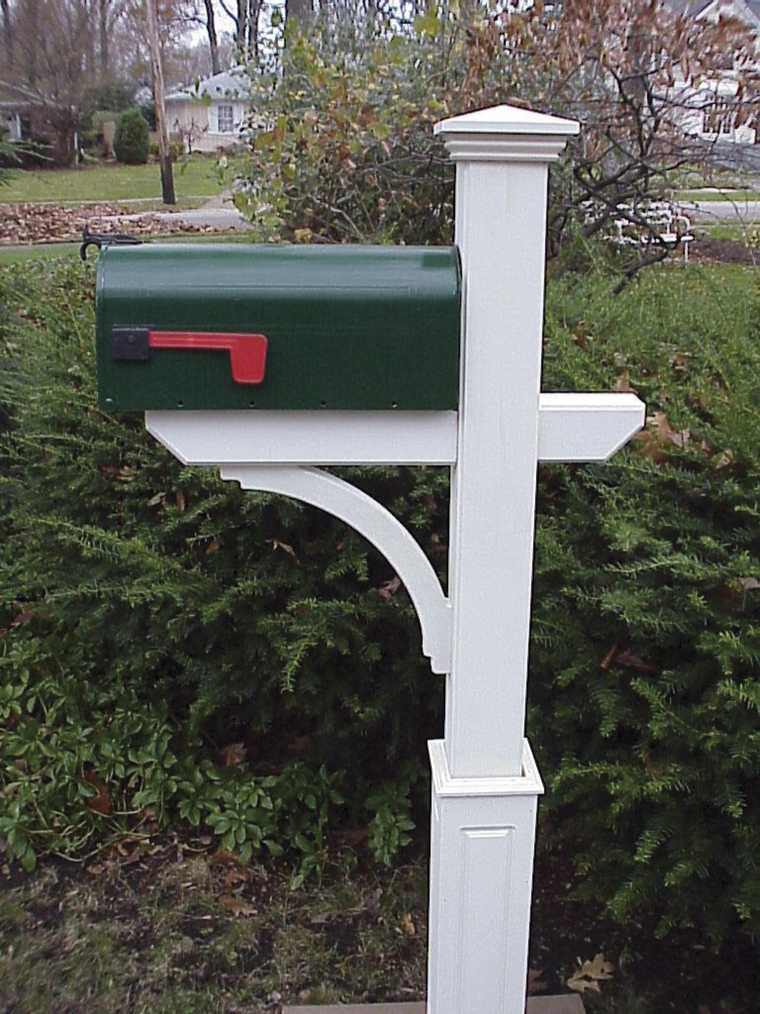 New Englander Mailbox Post
