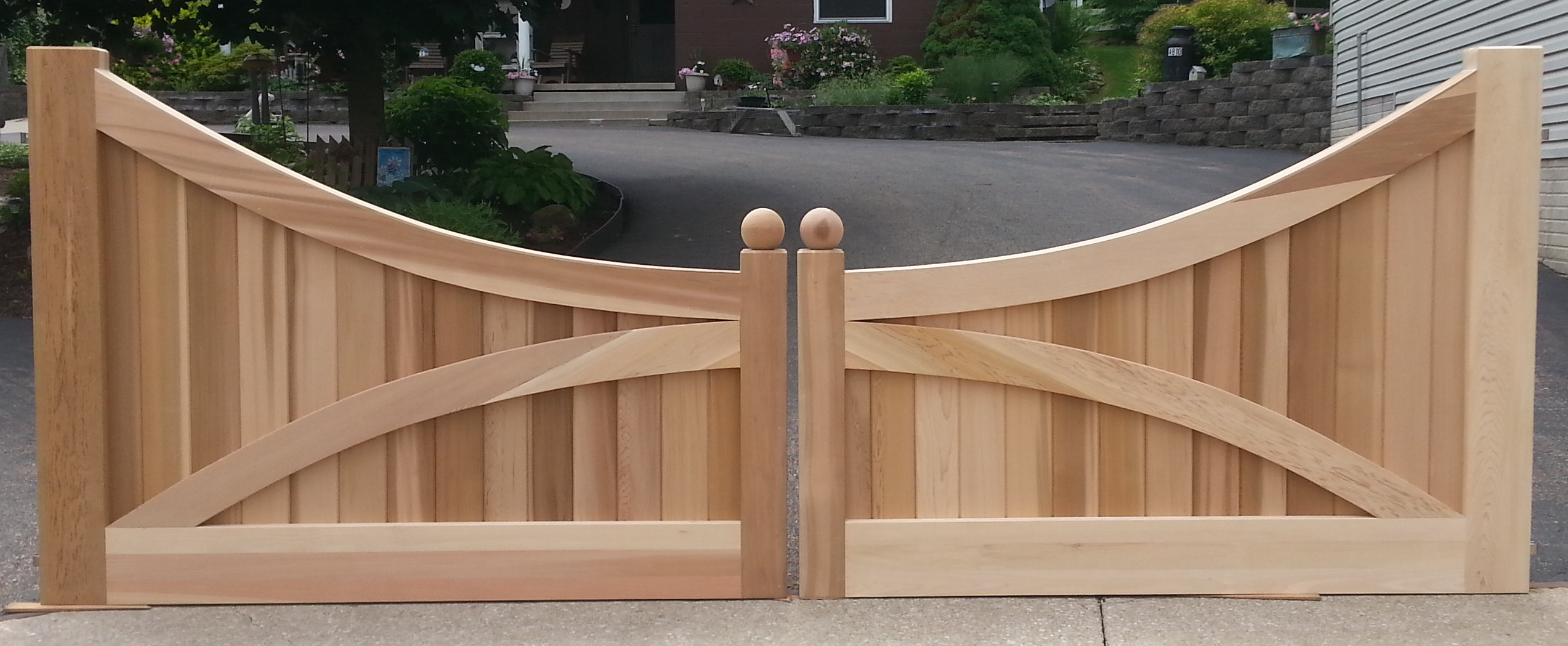 Custom Driveway Gates Made Out Of Western Red Cedar New