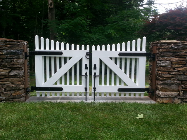 Custom Pyramid Picket Walkway Gate