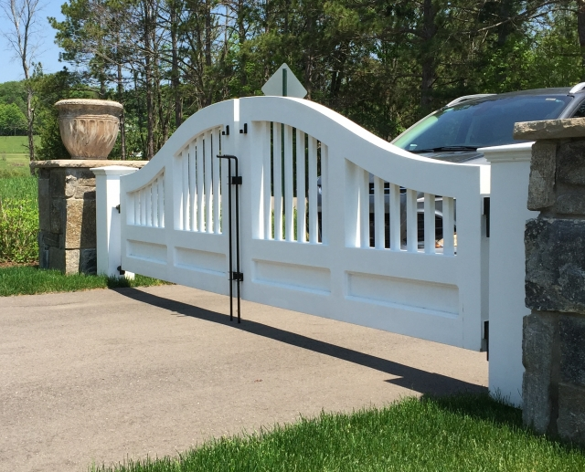 Installation recommendations for wooden driveway gates
